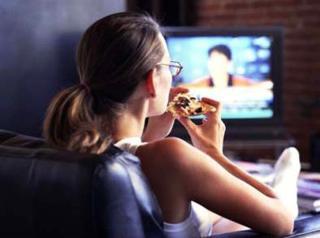 Nu mancati in fata televizorului