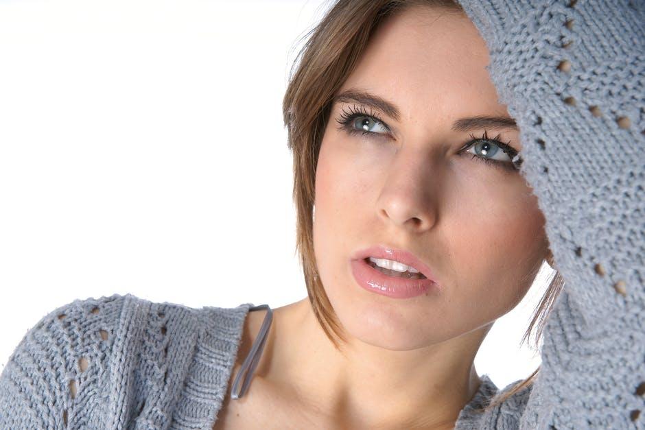 4 obiceiuri de infrumusetare care iti afecteaza pielea
