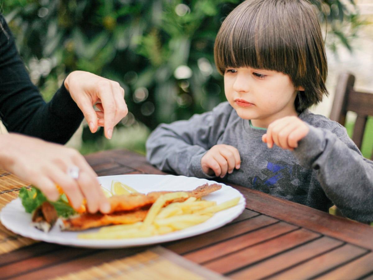 Dieta bogata in peste, remediu pentru astmul la copii