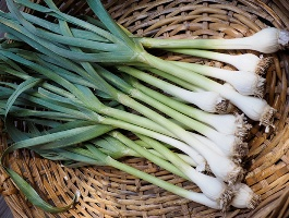 Beneficiile dovedite ale usturoiului verde pentru organism