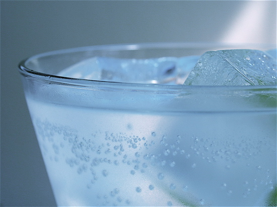 Un litru de apa minerala pe zi previne aparitia bolii Alzheimer