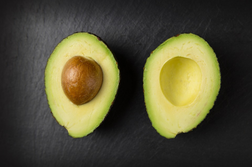 Salata de avocado si ton, un deliciu sanatos