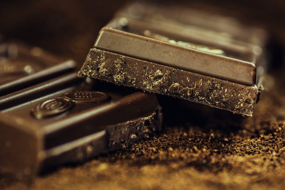 Ciocolata neagra: Care sunt beneficiile pentru sanatate?