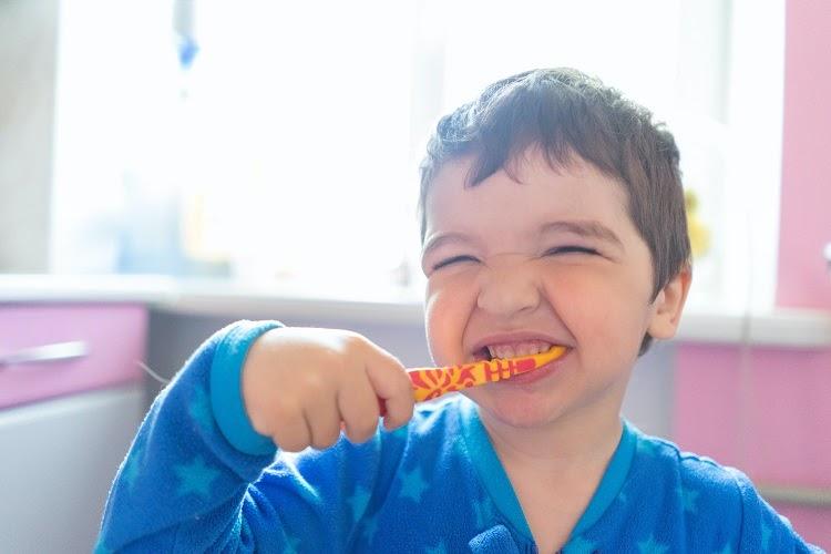 Modalitati de a-ti invata copilul despre importanta igienei orale
