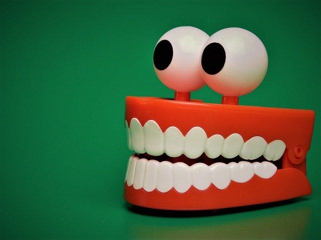 3 trucuri pentru dinti mai sanatosi