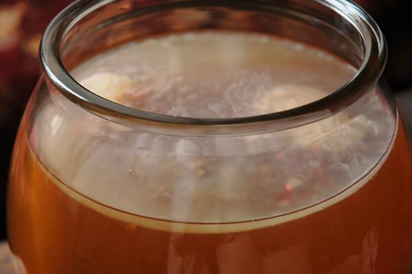 Kombucha, ciuperca din borcanul cu ceai. Beneficii pentru sanatate
