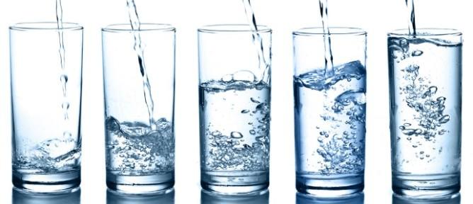 Primul lucru pe care ar trebui sa-l faci dimineata: Sa bei apa!