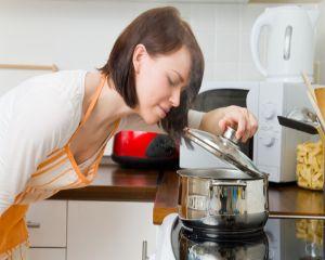 Otrava din mancare: 9 aditivi care se regasesc in borsul la plic