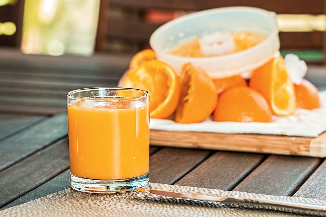 De ce este bine sa bei suc de portocale in fiecare dimineata