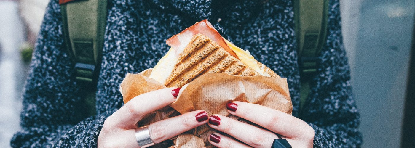 5 alimente pe care sa le eviti inainte sa zbori cu avionul