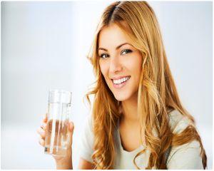 Ce efecte are asupra organismului consumul excesiv de apa