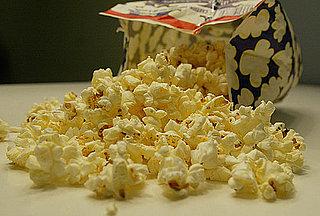 De ce ar trebui sa evitati popcornul cu aroma de unt la microunde