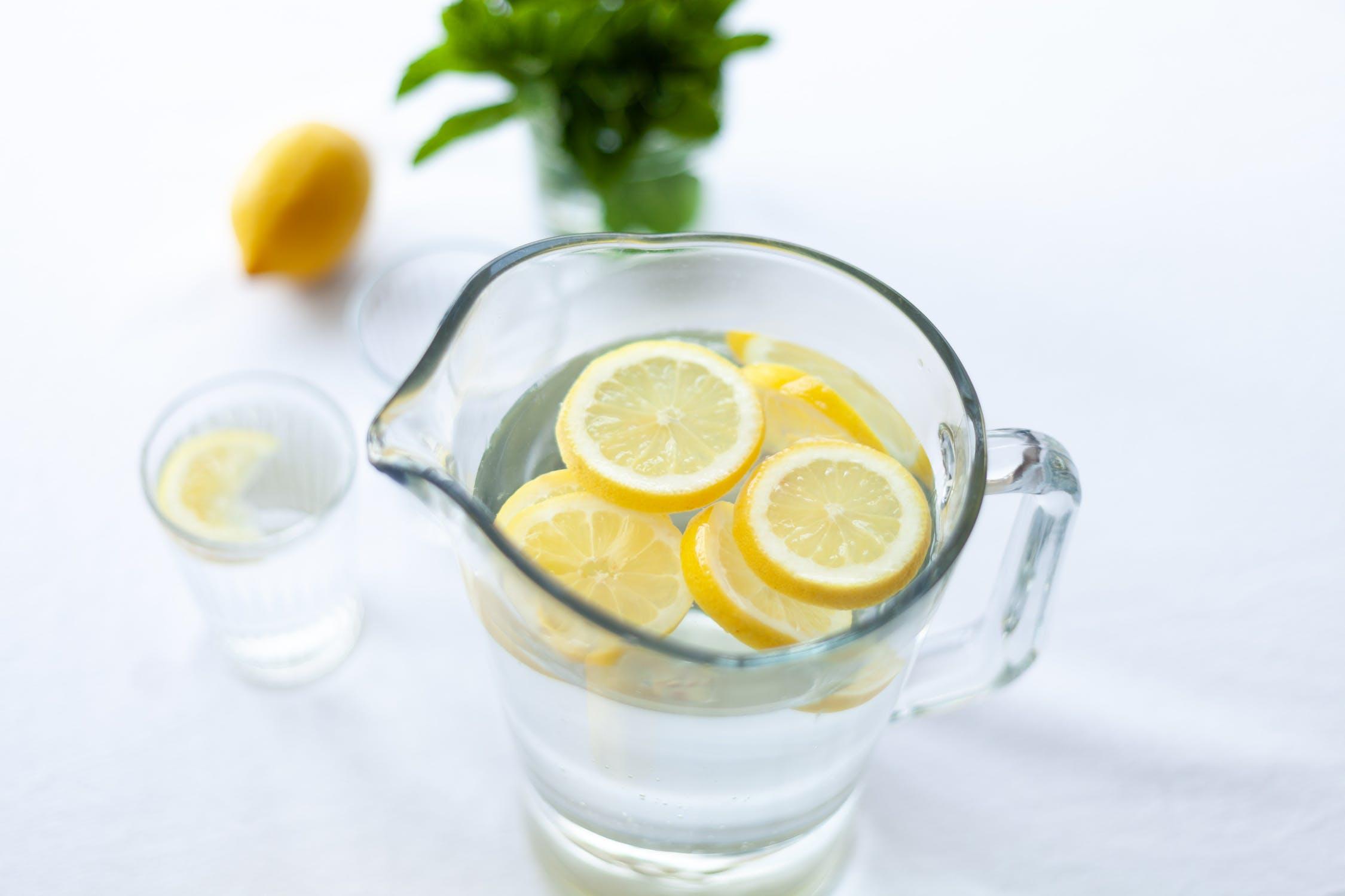 Apa cu lamaie - Cum se prepara si ce beneficii aduce sanatatii organismului
