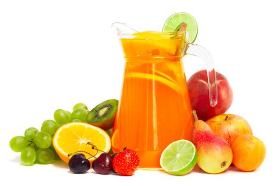 Consumi sucuri de fructe? De ce nu este bine sa le bei pe stomacul gol