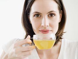 6 retete de ceaiuri si infuzii pentru o piele frumoasa si radianta
