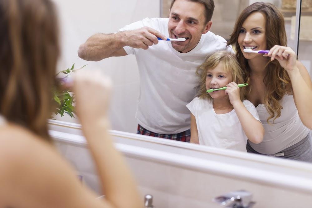 Igiena dentara, o fereastra catre bunastarea organismului: cum ne ingrijim dintii si ce boli pot aparea daca avem obiceiuri nesanatoase