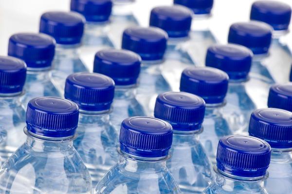 Care este diferenta dintre apa distilata, apa de izvor si apa purificata?
