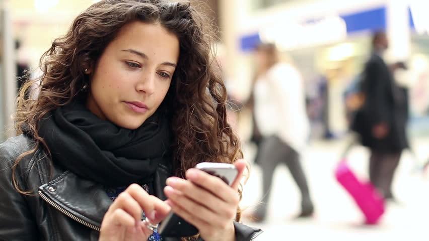 Cat de periculos este telefonul mobil? Rezultatele unui studiu desfasurat pe o perioada de 10 ani