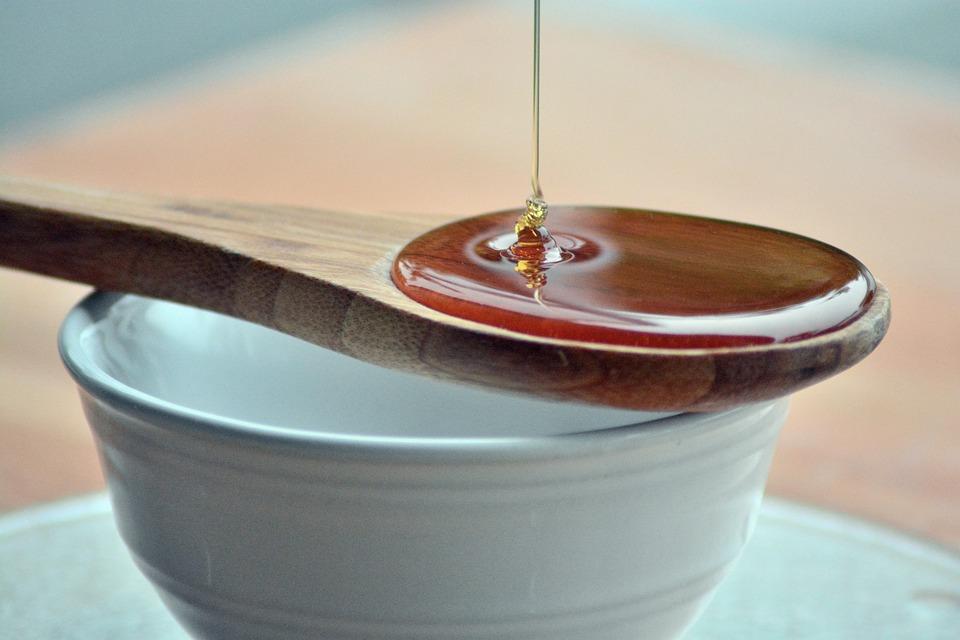 Apa cu miere: 5 beneficii importante pentru sanatate