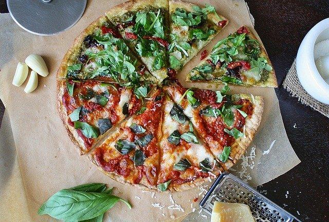 Reteta de pizza SANATOASA. Trebuie sa o incerci!