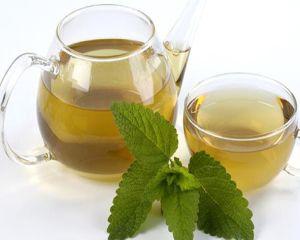 Top 5 beneficii ale ceaiului de roinita