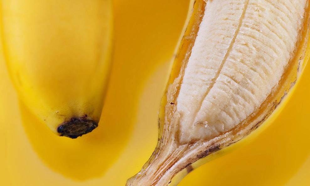 Rolul firelor albe care se desprind de pe banane