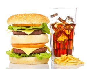 4 trucuri prin care restaurantele fast-food ne fac sa mancam mai mult