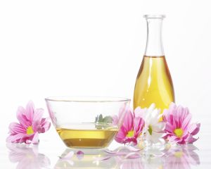 10 uleiuri naturale care fac minuni pentru parul tau