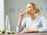 Minerala, de izvor, sau de la robinet? Care este cel mai bun tip de apa pentru consum