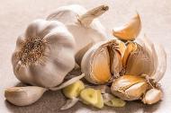 3 beneficii uimitoare ale ceaiului de usturoi