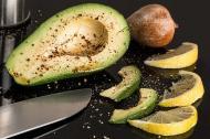 Salata sanatoasa cu avocado si pui