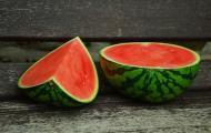 Smoothie-uri cu pepene rosu, pentru vara. 3 combinatii delicioase
