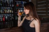 Cand e bine sa bei alcool: patru momente in care nu te ingrasi