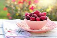 Nu arunca cozile de cirese! Ceaiul preparat din ele are efecte incredibile!