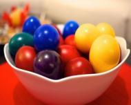Cat de nociva este vopseaua de oua? Cum puteti vopsi ouale natural
