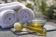 Masca de par cu ulei de ricin: cel mai bun tratament naturist pentru regenerare