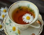 Ceaiul de musetel, remediu natural pentru dureri de stomac, raceala, stres, insomnie
